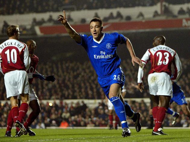 Chelsea's John Terry (C) celebrates scor