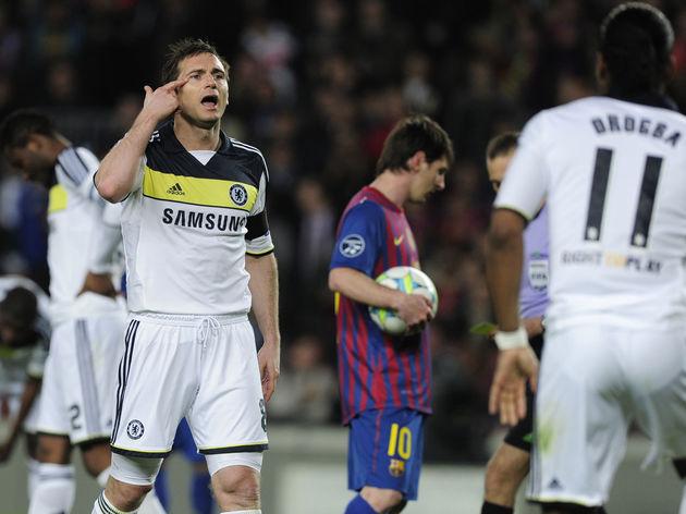 Chelsea's midfielder Frank Lampard (L) p