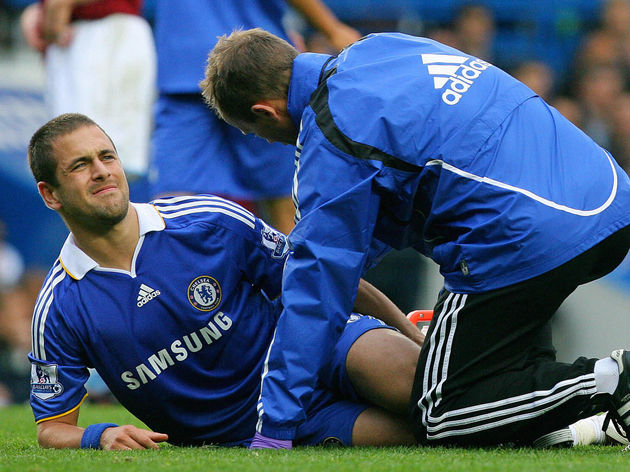 Chesea's Joe Cole (L) is treated by a me