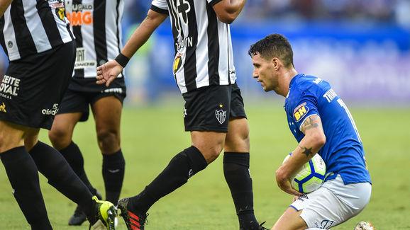 Samuel Venancio Mostra Adilson Botando Ordem No Cruzeiro E 2 Medalhoes Sao Barrados Do Time Titular 90min