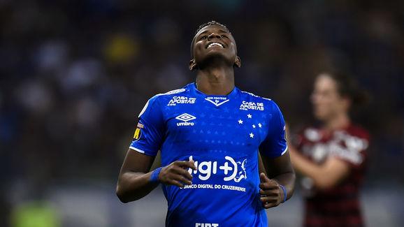 Samuel Venancio Informa Que Destino Do Lateral Direito Orejuela Do Ajax Foi Decretado Pela Raposa 90min