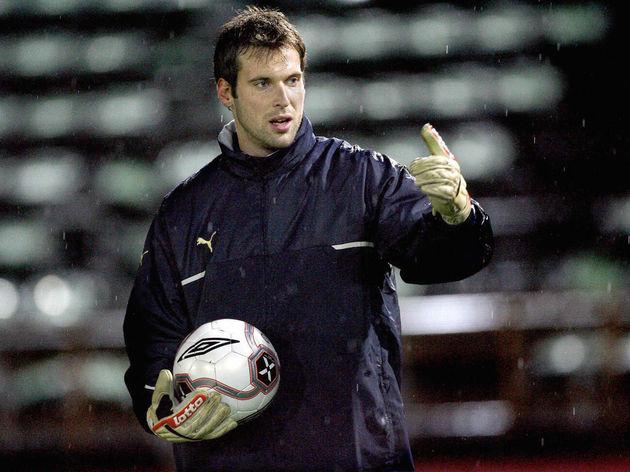Czech's Chelsea goalkeeper Petr Cech dur