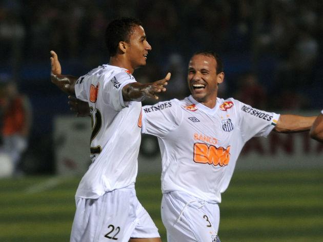 Danilo (L) of Brazil's Santos celebrates