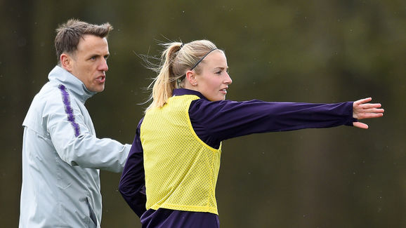 Leah Williamson,Phil Neville
