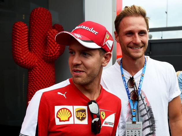 Benedikt Howedes,Sebastian Vettel