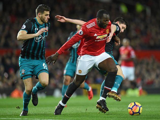 Hé lộ đội hình ra sân của M.U với Southampton: Mourinho thay đổi chiến thuật, chỉ đá 1 tiền đạo cắm!