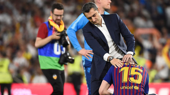 XONG! Barca sa thải Valverde!