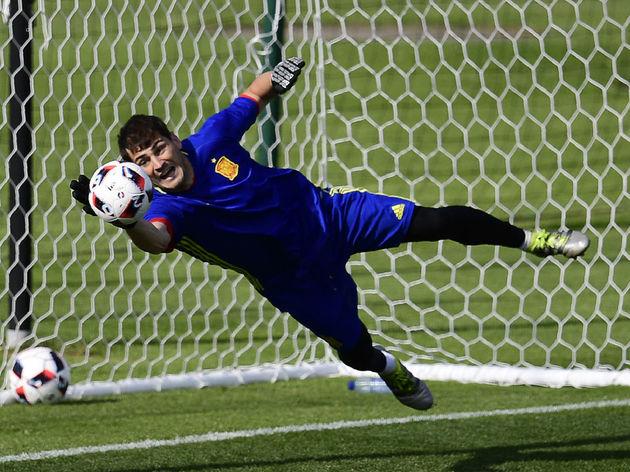 3e47f54a2b3 Real Madrid Legend Iker Casillas Admits He Couldn t Turn Down Los ...