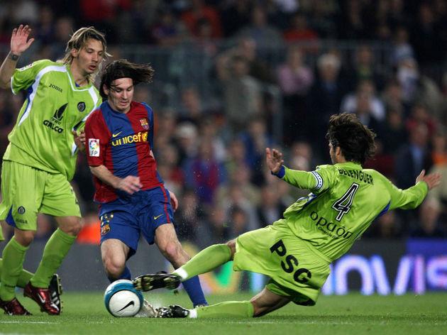 FC Barcelona's Argentine Leo Messi (C) v...