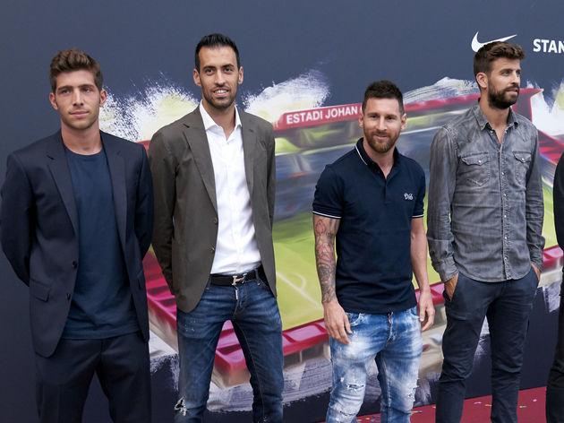 Sergi Roberto,Sergio Busquets,Lionel Messi,Gerard Pique,Frenkie De Jong