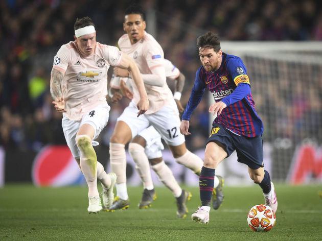 Lionel Messi,Phil Jones,Chris Smalling