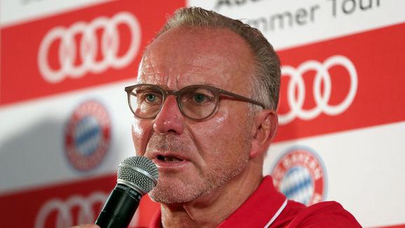 Karl-Heinz Rummenigge auf einer Pressekonferenz während der AUDI Summer Tour