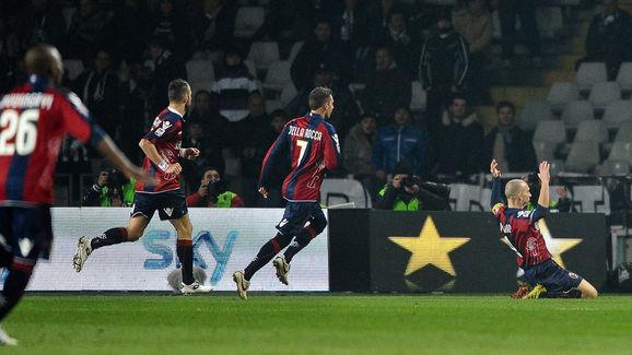 FC Bologna's forward Marco Di Vaio (R) c