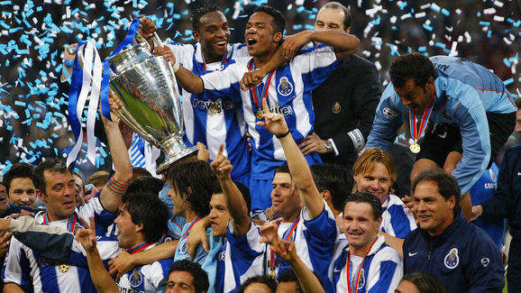 FC Porto's Benni McCarthy (top L) and Ca