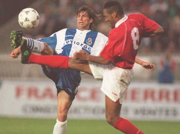 FC Porto's player Domingo Paciencia (L) duels with