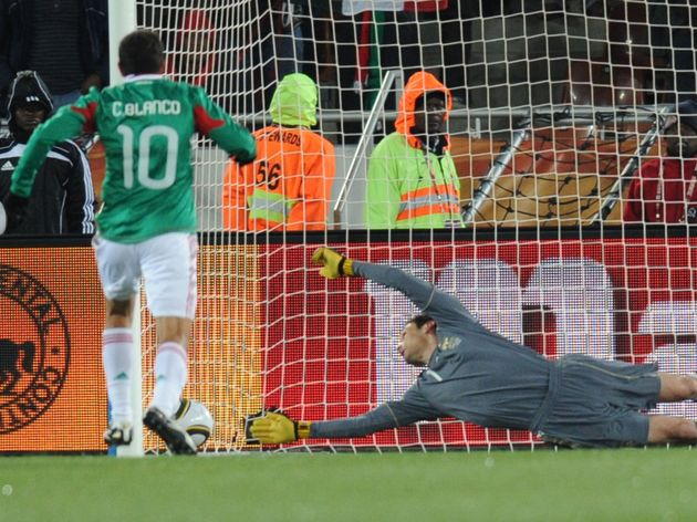 France's goalkeeper Hugo Lloris (R) miss