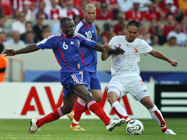 French midfielder Claude Makelele (L) fi