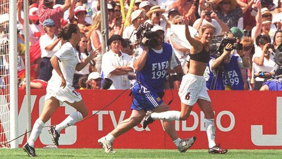 FUSSBALL: FRAUEN WM 1999 FINALE USA - CHN 5:4 n.E.en
