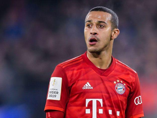 "Немецкий DFB Pokal ""ФК Шальке 04 в Бавария Мюнхен"""