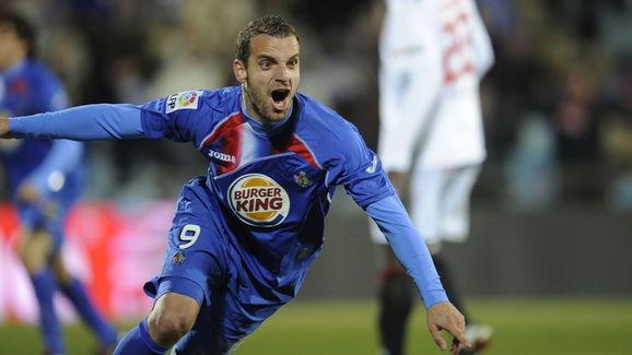 Getafe's forward Roberto Soldado celebra