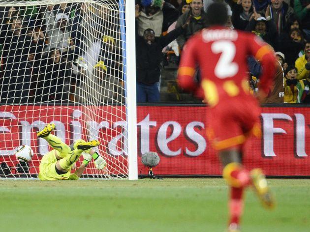 Ghana's defender Hans Sarpei (R) looks o