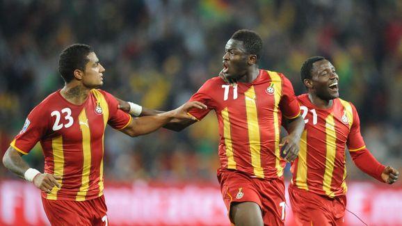 Ghana's midfielder Sulley Muntari (C) ce