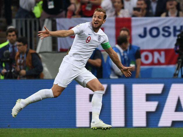 Harry KaneRusya'da düzenlenen 2018 Dünya Kupası'nda gol krallığı yaşayan İngiliz forvet Harry Kane, şüphesiz Avrupa futbolunun en üretken forvetlerinden biri. Ceza sahası içinde gösterdiği başarılı performansıyla adından sıkça söz ettiren futbolcu daha önce iki seferde Premier League'de gol krallığı yaşadı ve Tottenham formasıyla en fazla gol kaydeden futbolcu oldu. Bitiriciliği ve yırtıcılığı ile öne çıkan Kane, kuşkusuz günümüz forvetleri içinde en yırtıcı ve en skorer forvetlerin arasında yer alıyor.