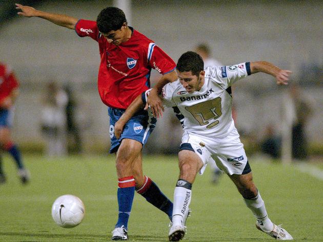 Hector Moreno (D) de Pumas de la Univers