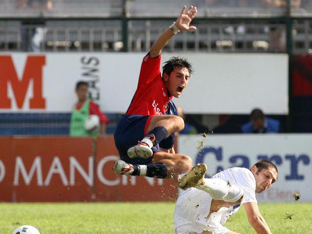 Inter Milan defender Marco Materazzi (R)