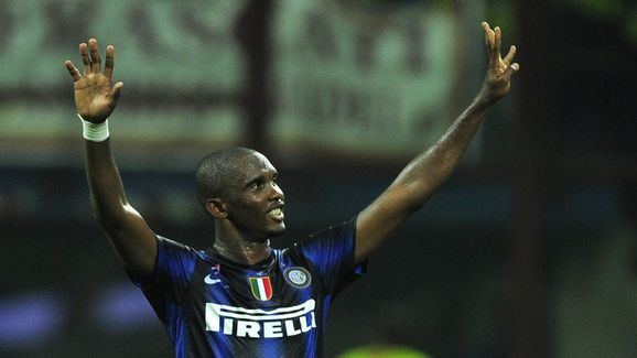 Inter Milan's Samuel Eto'o celebrates vi