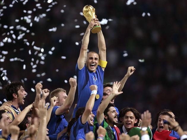 Italian defender Fabio Cannavaro (C) cel