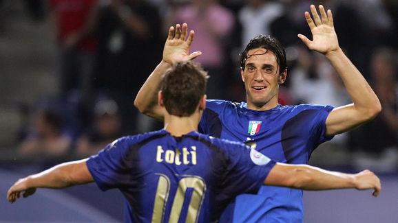 Italian forward Luca Toni (R) and Italia