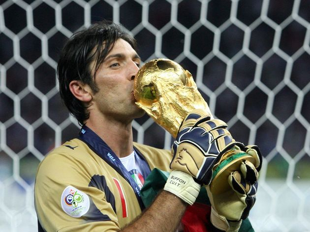 Italian goalkeeper Gianluigi Buffon kiss