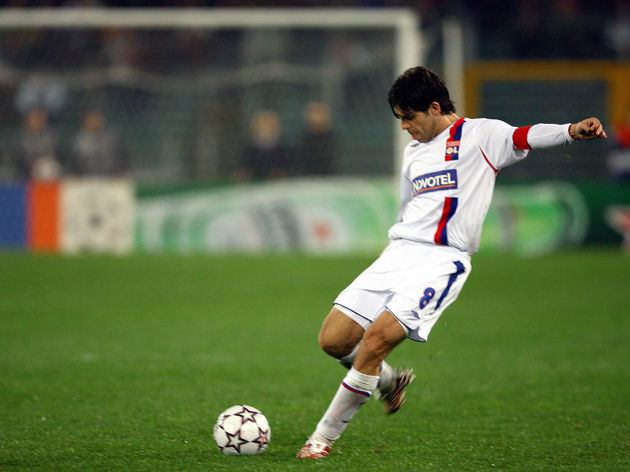 Juninho of Lyon shots a free kick during...