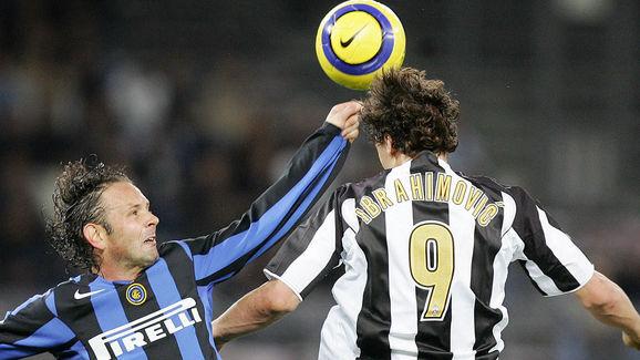 Juventus' forward Zlatan Ibrahimovic vie