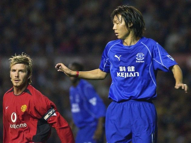 Li Tie of Everton (R) keeps an eye on David Beckham of Manchester United,