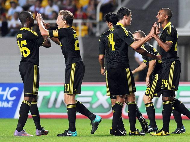 Liverpool's David Ngog (R) celebrates wi