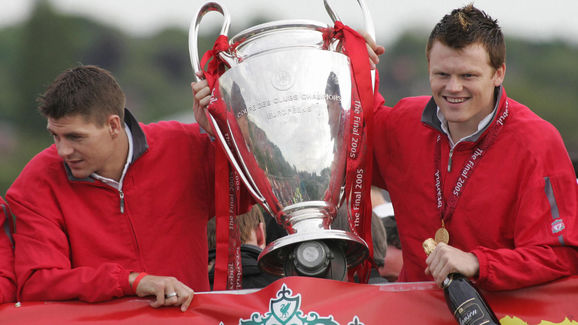 Liverpool team captain Steven Gerrard (L