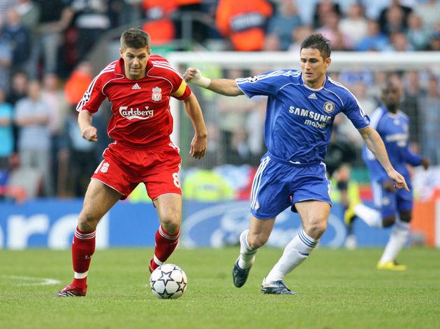 Liverpools Steven Gerrard (L) vies for t...