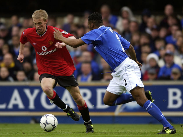 Luke Chadwick of Manchester United and Fabian Wilnis of Ipswich Town
