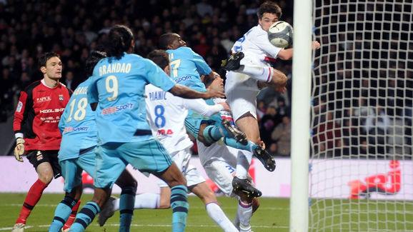 Lyon midfielder Jeremy Toulalan (topR) s
