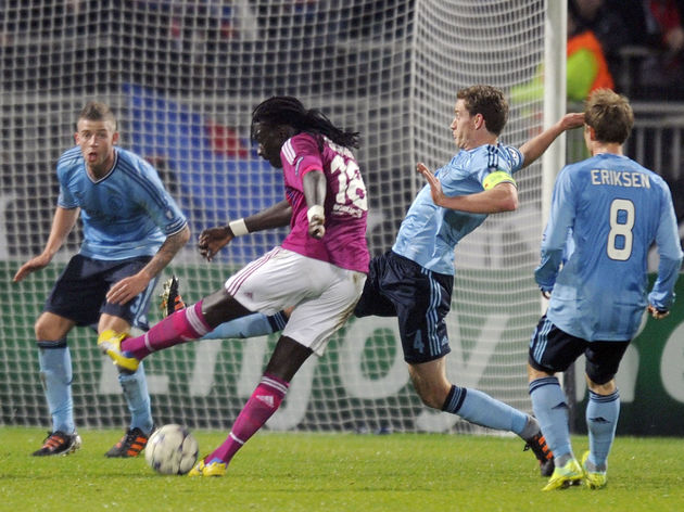 Lyon's French forward Bafetimbi Gomis (2