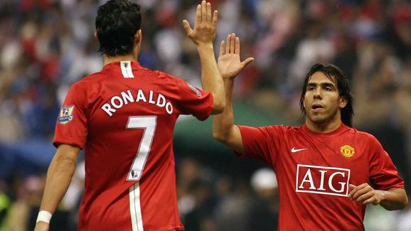 Manchester United's Cristiano Ronaldo (L