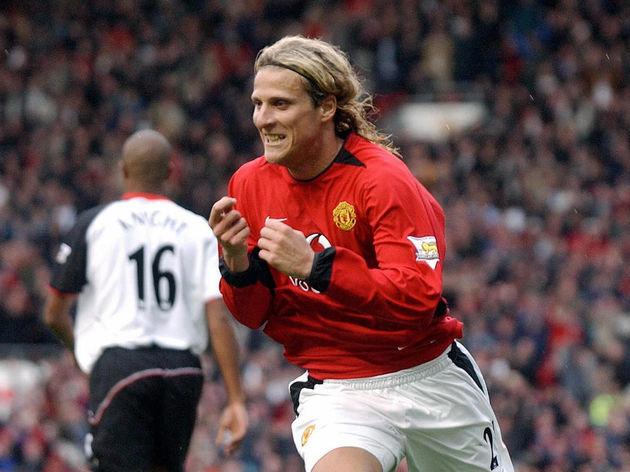 Manchester United's Diego Forlan celebra...