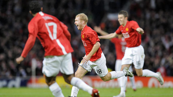 Manchester United's English midfielder P