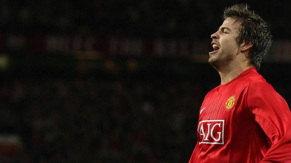 Manchester United's Gerard Pique celebra