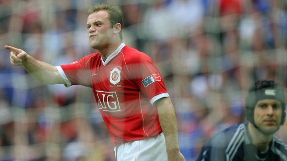Manchester United's Wayne Rooney (L) ges...