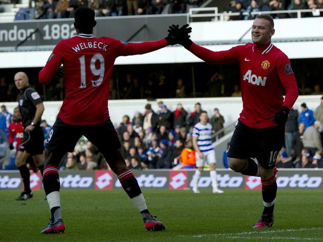 Manchester United's Wayne Rooney (R) cel