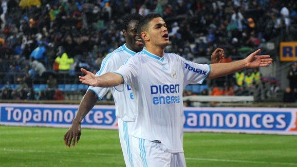 Marseille's forward Hatem Ben Arfa (R) j