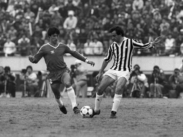 Michel Platini (R) of Juventus is fighti